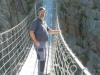 Auch Reto wagt sich auf die Brücke